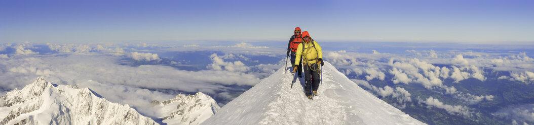 France, Chamonix, Mont Blanc Range, mountaineers at Mont Blanc summit - ALRF000314