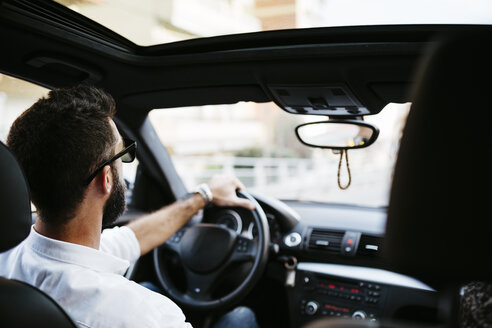 Young man driving a car - JRFF000316