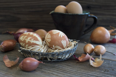 Easter eggs dyed with onion skins - ASF005800