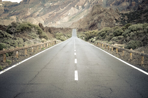Spain, Canary Islands, Tenerife, Teide National Park, road - SIPF000061