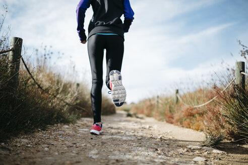 Spain, Tarragona, Woman running - JRFF000347