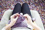 Woman knitting - FLF001250