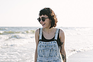 USA, New York, Coney Island, happy young woman on the shoreline - GIOF000648