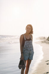USA, New York, Coney Island, portrait of young woman on the shoreline - GIOF000654
