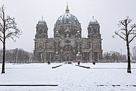 Germany, Berlin, view to Berliner Dom at snow fall - ZMF000449