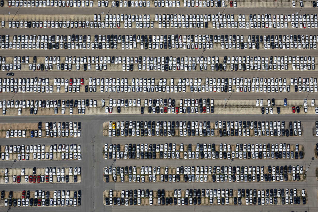 Aerial view of entrepot for BMW cars in Regenburg - KLE000032 - Klaus Leidorf/Westend61