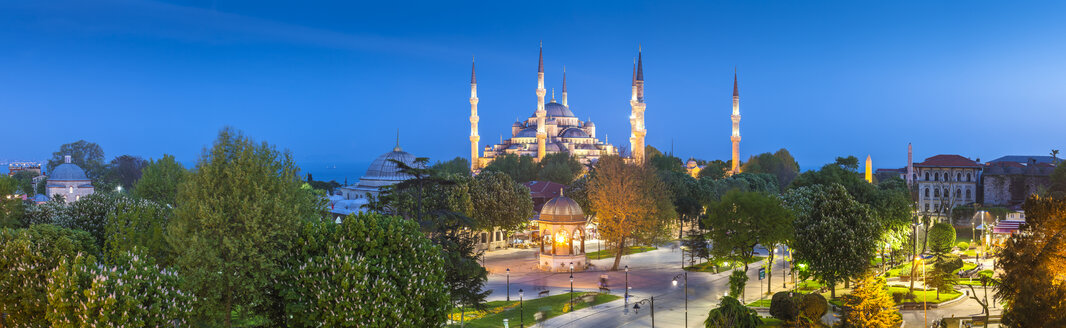 Turkey, Istanbul, view to Haghia Sophia at blue hour - MDIF000012