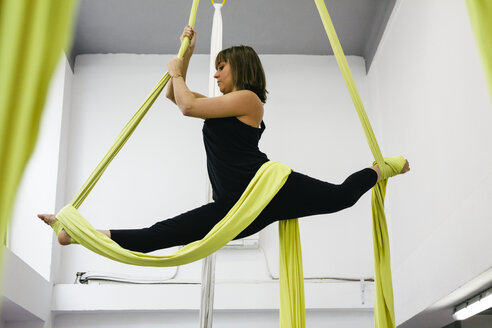 Woman doing aerial dance with silks - ABZF000181