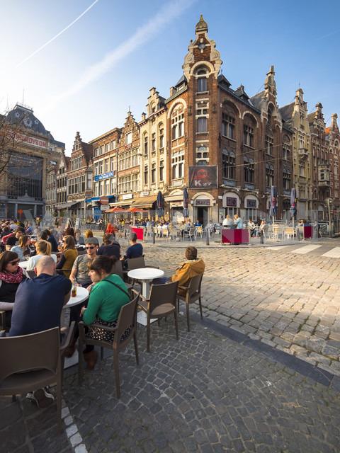 Belgium, Flanders, Ghent, Vrijdag Market, pavement cafe - AM004685