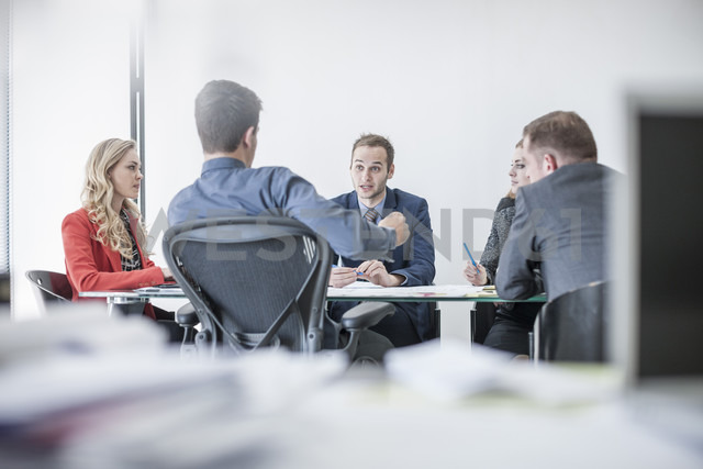Business meeting in conference room - ZEF007970 - zerocreatives/Westend61