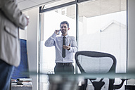 Businessman in office on the phone - ZEF007997