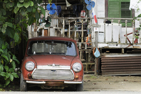 Panama, Bocas del Toro, old red car - STE000135