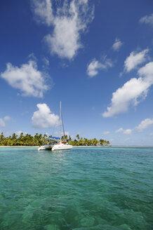 Panama, San Blas Islands, Cayos Los Grullos, catamaran - STE000138