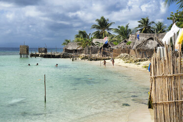 San Blas Islands, Nalunega, beach and huts - STEF000147