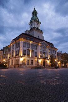 Poland, Lower Silesia, Jelenia Gora, Town Hall on Old Town Square at dusk - ABOF000066