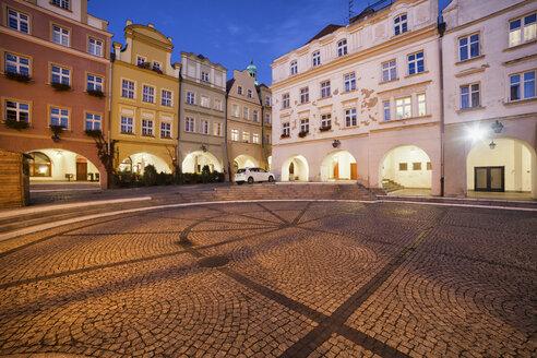 Poland, Lower Silesia, Jelenia Gora, Old Town Square at night, historic city centre - ABOF000069