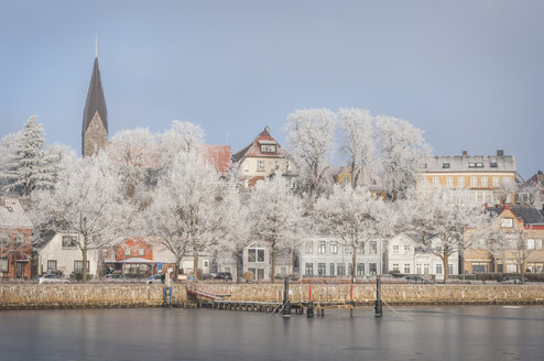 Germany, Eckernfoerde, Harbour in winter with Borby Church in background - KEBF000328