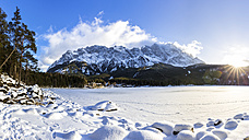 Germany, Bavaria, Frozen Lake Eibsee with Zugspitze mountains in background - STSF000998