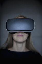 Woman wearing Virtual Reality Glasses - RBF004079