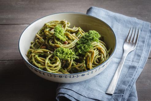 Bowl of whole-grain spelt pasta with kale and hazelnut pesto - EVGF002780
