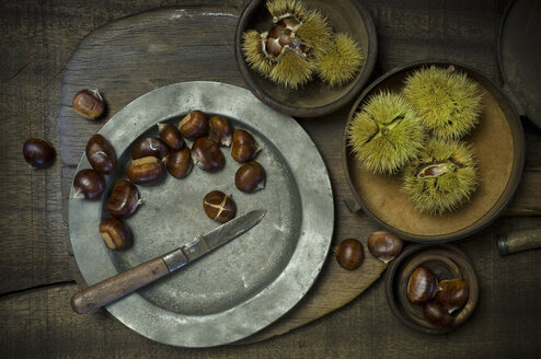 Preparing sweet chestnuts - ASF005825