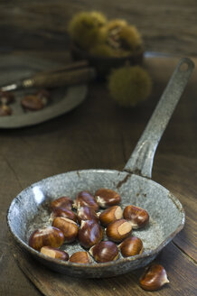 Pan with sweet chestnuts - ASF005828