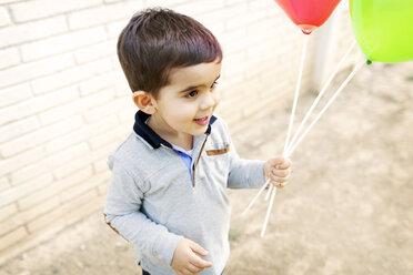 Toddler holding balloons - VABF000112