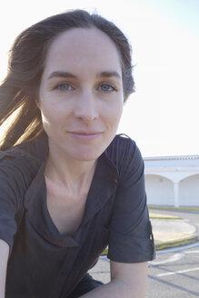 Selfie portrait of smiling brunette woman - NDF000565