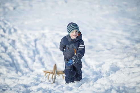 Little boy with sledge - ASCF000477