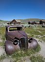 USA, California, rusty car in Bodie Ghost Town - STCF000177