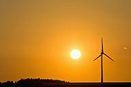 Wind wheel and evening sun - UMF000804