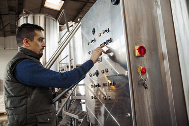 Young man working in craft brewery - ZEDF000036