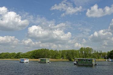 Germany, Mecklenburg-Western Pomerania, Vilz lake, Houseboats - LBF001364