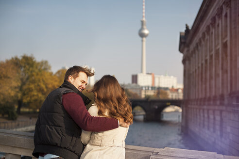 Germany, Berlin, young couple at River Spree with view to TV tower - GCF000150