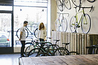 Salesman and client in a custom-made bicycle store - JUBF000102