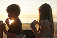 Brother and sister eating icecream at sunset - TSFF000015