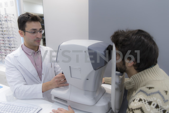 Optometrist examining eyesight of a man - ERLF000126