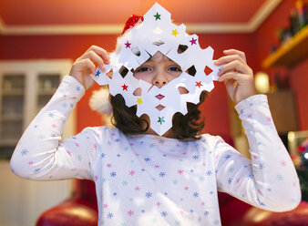 Little girl with tinkered Christmas decoration - MGOF001353