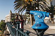 Spain, Tarragona, young couple exploring the city - JRFF000396