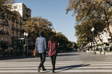 Spain, Tarragona, young couple walking in the city - JRFF000411