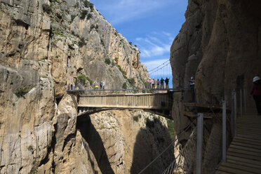 Spain, Ardales, The King's Little Pathway, tourists standing on skyway looking at view - KIJF000159