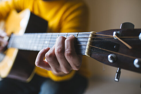 Man with acoustic guitar, close up - KIJF000167