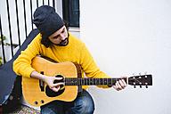 Spain, Jerez de la Frontera, Man with acoustic guitar - KIJF000170