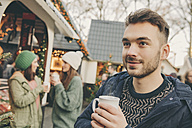 Man having a hot punch on the Christmas Market - MFF002677