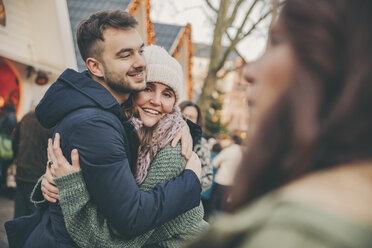 Man and woman hugging on the Christmas Market - MFF002683