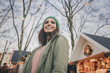 Woman looking around on the Christmas Market - MFF002686