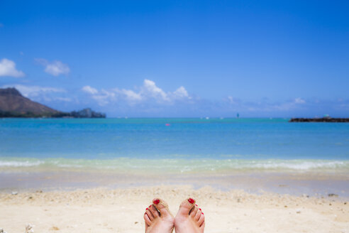 USA, Hawaii, Oahu, Toe tips at Wakiki beach - NGF000298