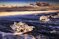 Iceland, South Coast, small pieces of ice on the beach at Jokulsarlon - SMAF000431