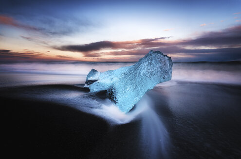 Iceland, South Coast, small piece of ice on the beach at Jokulsarlon - SMAF000434
