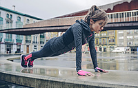 Mid adult woman doing outdoor workout - DAPF000021